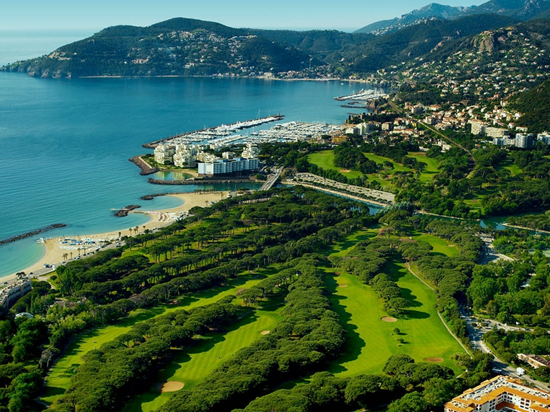 Mandelieu and its Golf Clubs